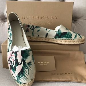 Burberry floral hodgeson flats